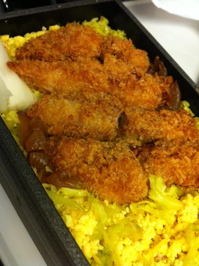 「侘家古暦堂」ふわふわ卵の鶏カツ弁当